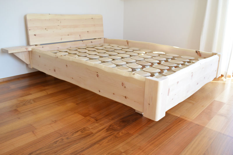"Massivholz-Bett - Modell ""Mondseewolke"" in Zirbe Holz Sigi"