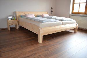 Schwanensee Bett aus Zirbenholz